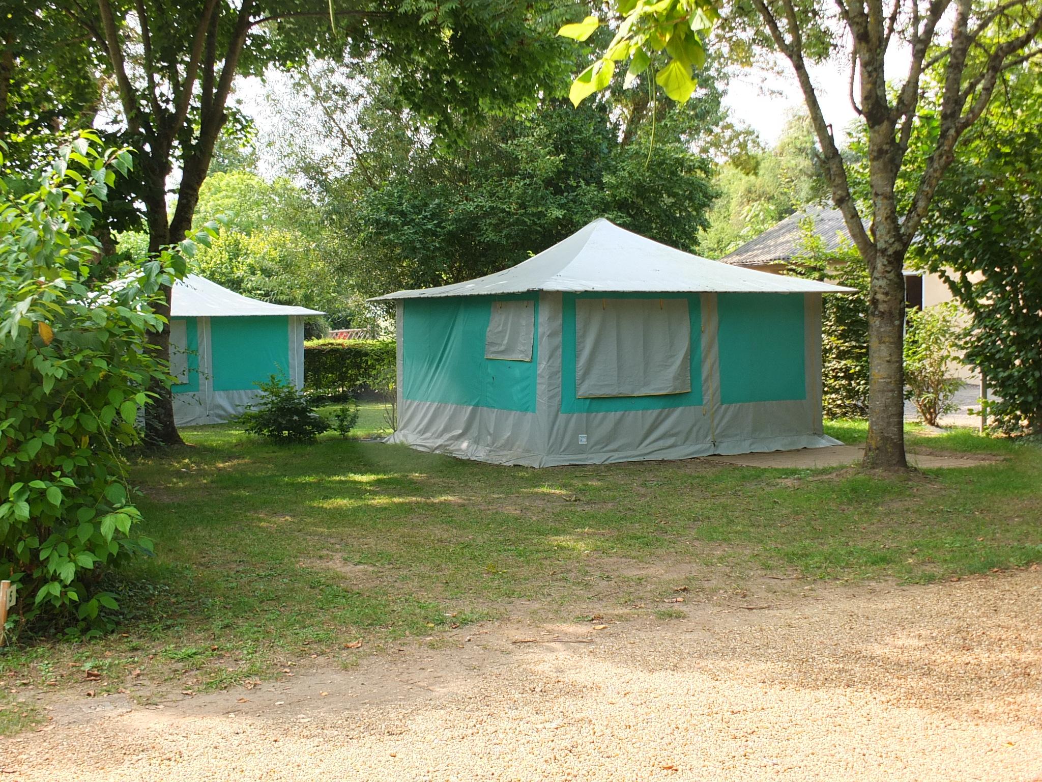 C&ing Les Portes de lu0027Anjou ... & Camping bungalows tents - Loire Valley - Mobile home bungalow ...